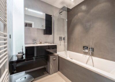 salle de bain avec enduit